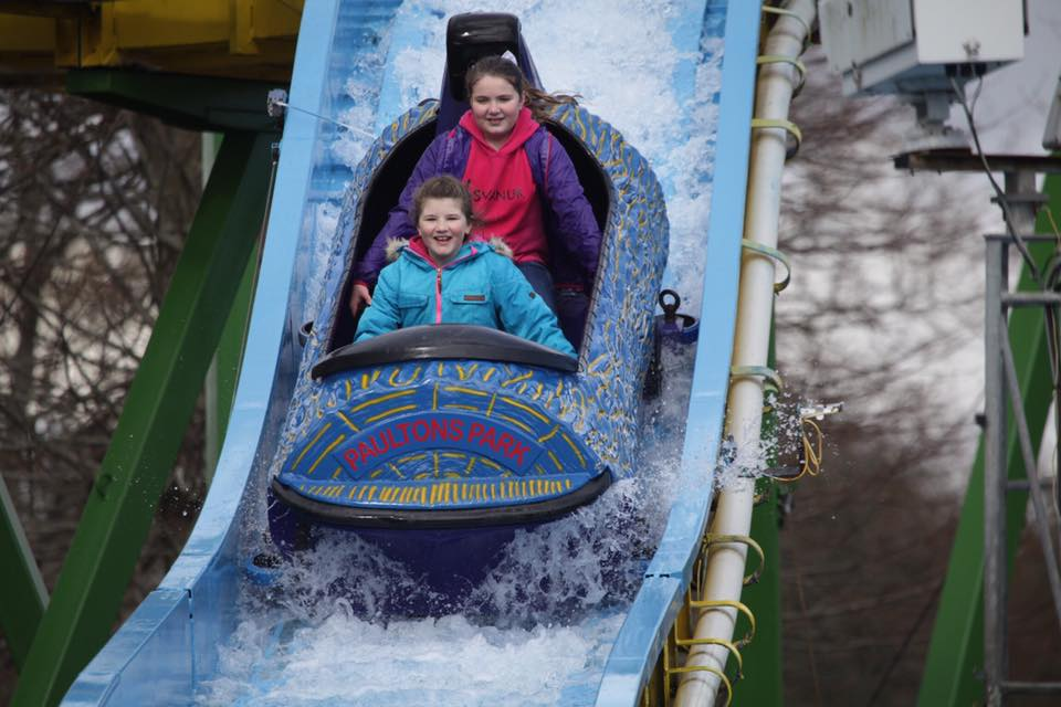 Siblings make friends at Paultons Park