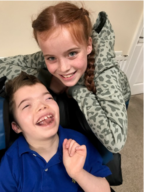 Sibling story – Thea